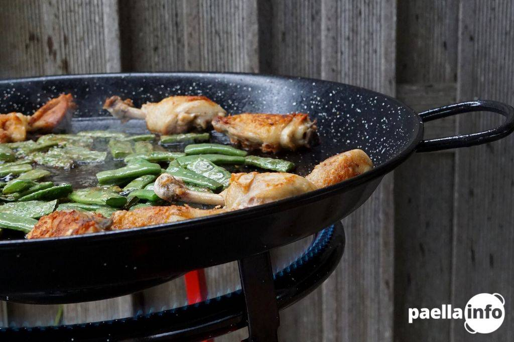 Chicken paella - how to cook it authentically Featured