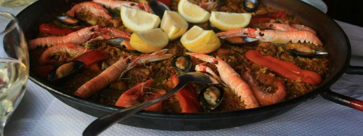 Paella de Marisco is a popular type of paella